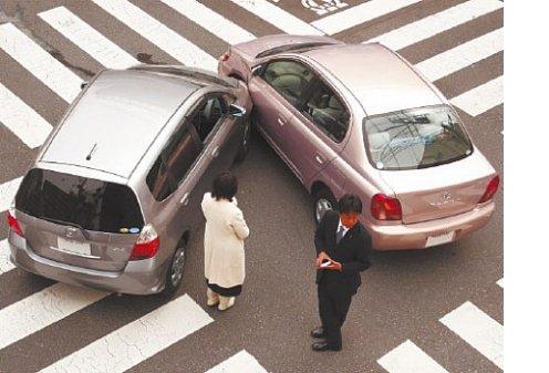 В серьезные аварии чаще попадают мужчины,чем женщины