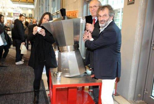 В Италии представили самую большую в мире кофеварку «Мока»