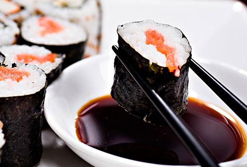 Диетологи назвали главный вред от суши